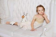 Μικρό κορίτσι στο σπίτι της Στοκ Φωτογραφίες