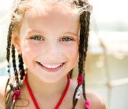 Μικρό κορίτσι στο aquapark Στοκ Εικόνες