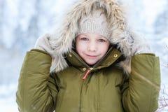 Μικρό κορίτσι υπαίθρια στο χειμώνα Στοκ Εικόνες