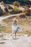 Μικρό κορίτσι υπαίθρια Στοκ εικόνα με δικαίωμα ελεύθερης χρήσης