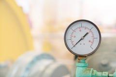Μικρό μανόμετρο, στρογγυλός βιομηχανικός πίνακας ψηφίων Α θερμομέτρων κόκκινος μηδέν DOF Στοκ Εικόνα