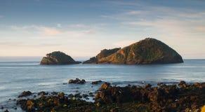 Μικρό νησάκι κοντά στην ακτή στοκ φωτογραφία με δικαίωμα ελεύθερης χρήσης