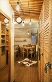 Μικρό ξύλινο διαμέρισμα στοκ φωτογραφίες