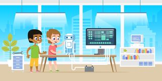 Μικρό παιδί με το αμερικανικό ρομπότ προγραμματισμού φίλων afro του από την τεχνολογία υπολογιστών στο σύγχρονο γραφείο τάξεων Στοκ Εικόνες