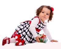 Μικρό παιδί με το παρόν κιβώτιο στοκ εικόνα