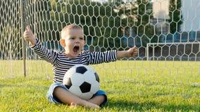 Μικρό παιδί με το ποδόσφαιρο Στοκ Εικόνα