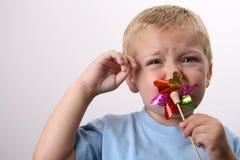 μικρό παιδί που ανατρέπετα&io στοκ φωτογραφία με δικαίωμα ελεύθερης χρήσης