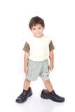 Μικρό παιδί στα μεγάλα παπούτσια Στοκ φωτογραφίες με δικαίωμα ελεύθερης χρήσης
