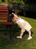 μικρό παιδί τεντωμάτων Στοκ Εικόνα
