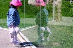 μικρό παιδί relection Στοκ Εικόνα