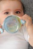 Μικρό παιδί - κατανάλωση μωρών Στοκ φωτογραφία με δικαίωμα ελεύθερης χρήσης