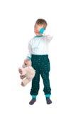 Μικρό παιδί με ένα παιχνίδι βελούδου στοκ φωτογραφία με δικαίωμα ελεύθερης χρήσης