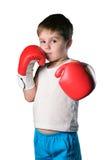 Μικρό παιδί με τα κόκκινα εγκιβωτίζοντας γάντια στο άσπρο υπόβαθρο που απομονώνεται Στοκ Φωτογραφία