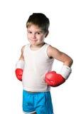 Μικρό παιδί με τα κόκκινα εγκιβωτίζοντας γάντια στο άσπρο υπόβαθρο που απομονώνεται Στοκ φωτογραφίες με δικαίωμα ελεύθερης χρήσης
