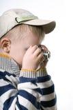 Μικρό παιδί με την ψηφιακή κάμερα φωτογραφιών στοκ φωτογραφία