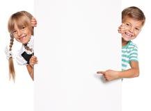 Μικρό παιδί με το άσπρο κενό Στοκ φωτογραφίες με δικαίωμα ελεύθερης χρήσης