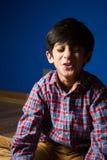 Μικρό παιδί που κάνει τα αστεία πρόσωπα Στοκ εικόνες με δικαίωμα ελεύθερης χρήσης