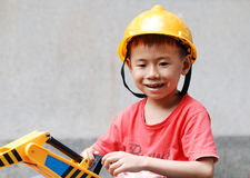 Μικρό παιδί που φορά ένα κράνος Στοκ εικόνα με δικαίωμα ελεύθερης χρήσης
