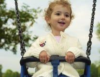 Μικρό παιδί σε μια ταλάντευση Στοκ Φωτογραφίες