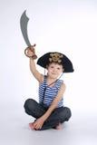 Μικρό παιδί στο κοστούμι πειρατών στο λευκό Στοκ Εικόνα
