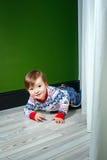 Μικρό παιδί στο πουλόβερ Στοκ εικόνα με δικαίωμα ελεύθερης χρήσης