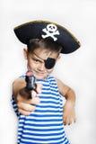 Μικρό παιδί 5-6 χρονών που φορά ένα κοστούμι πειρατών Στοκ Εικόνες