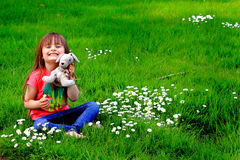 Μικρό παιδί Teddies και Daisys Στοκ εικόνες με δικαίωμα ελεύθερης χρήσης