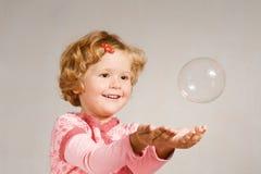 μικρό σαπούνι κοριτσιών φυ&s Στοκ Φωτογραφίες