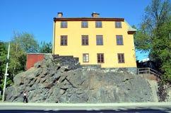 Μικρό σπίτι σε έναν βράχο Στοκ φωτογραφία με δικαίωμα ελεύθερης χρήσης