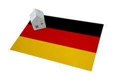 Μικρό σπίτι σε μια σημαία - Γερμανία Στοκ εικόνες με δικαίωμα ελεύθερης χρήσης