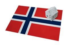 Μικρό σπίτι σε μια σημαία - Νορβηγία Στοκ φωτογραφία με δικαίωμα ελεύθερης χρήσης