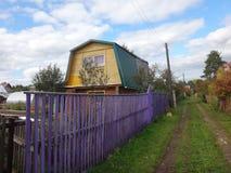 Μικρό σπίτι στο χωριό Στοκ Φωτογραφίες
