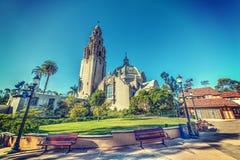 Μικρό τετράγωνο με τον πύργο Καλιφόρνιας και Καλιφόρνια που στηρίζεται στο θόριο στοκ εικόνα