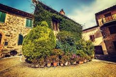 Μικρό τετράγωνο σε Montalcino στοκ εικόνες με δικαίωμα ελεύθερης χρήσης
