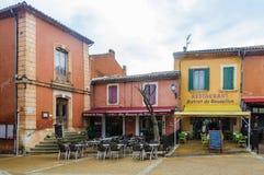 Μικρό τετράγωνο στη Roussillon, Προβηγκία, Γαλλία Στοκ φωτογραφία με δικαίωμα ελεύθερης χρήσης