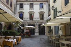 Μικρό τετράγωνο Lucca στο κέντρο της πόλης Στοκ εικόνα με δικαίωμα ελεύθερης χρήσης