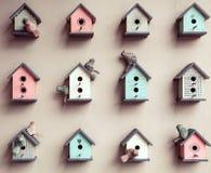 Μικρό υπόβαθρο birdhouses Στοκ Φωτογραφίες