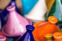 Μικρό χρωματισμένο Tajines στο παζάρι στο Μαρακές Στοκ εικόνα με δικαίωμα ελεύθερης χρήσης