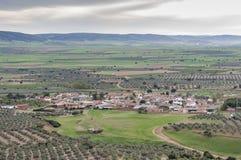 Μικρό χωριουδάκι στο Λα Mancha στοκ φωτογραφία με δικαίωμα ελεύθερης χρήσης