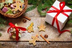 Μικρό ψάθινο σύνολο καλαθιών του μελοψώματος για τα Χριστούγεννα Στοκ φωτογραφία με δικαίωμα ελεύθερης χρήσης