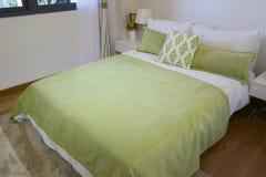 Μικρό δωμάτιο κρεβατιών Στοκ φωτογραφία με δικαίωμα ελεύθερης χρήσης