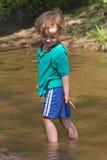μικρό ύδωρ ποταμών παιδικών παιχνιδιών Στοκ φωτογραφία με δικαίωμα ελεύθερης χρήσης