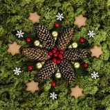 Μικρό mandala Χριστουγέννων με τα στοιχεία φύσης στοκ εικόνες με δικαίωμα ελεύθερης χρήσης