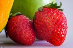 Μικτά φρούτα με τη φράουλα Στοκ Εικόνα