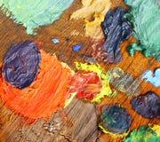 Μικτά χρώματα στη χειροποίητη ξύλινη παλέτα Στοκ εικόνα με δικαίωμα ελεύθερης χρήσης