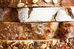 Μικτές φέτες των ψωμιών υγείας που συσσωρεύονται Στοκ Εικόνες