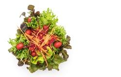 μικτή σαλάτα στο ξύλινο κύπελλο Στοκ φωτογραφία με δικαίωμα ελεύθερης χρήσης