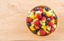 μικτοί νωποί καρποί (φράουλα, σμέουρο, βακκίνιο, ακτινίδιο, mang Στοκ φωτογραφίες με δικαίωμα ελεύθερης χρήσης
