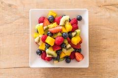 μικτοί νωποί καρποί (φράουλα, σμέουρο, βακκίνιο, ακτινίδιο, mang Στοκ Εικόνα