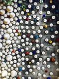 μικτός ζωηρόχρωμος και τοίχος σχεδίων σημείων μεγέθους Στοκ Φωτογραφία